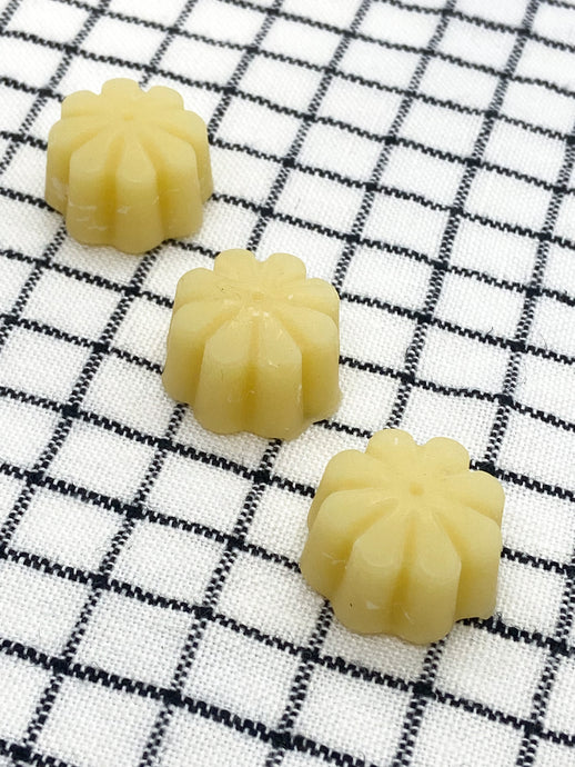 100% local beeswax for waxing thread