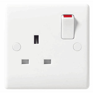 821 1 Gang Switched Socket