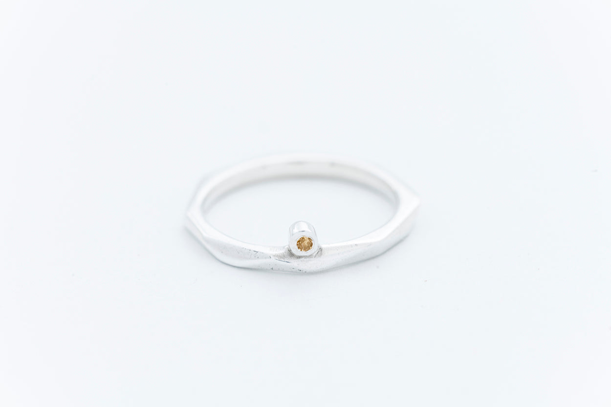 FAZETTE SOLITAIRE ring w. yellow citrine