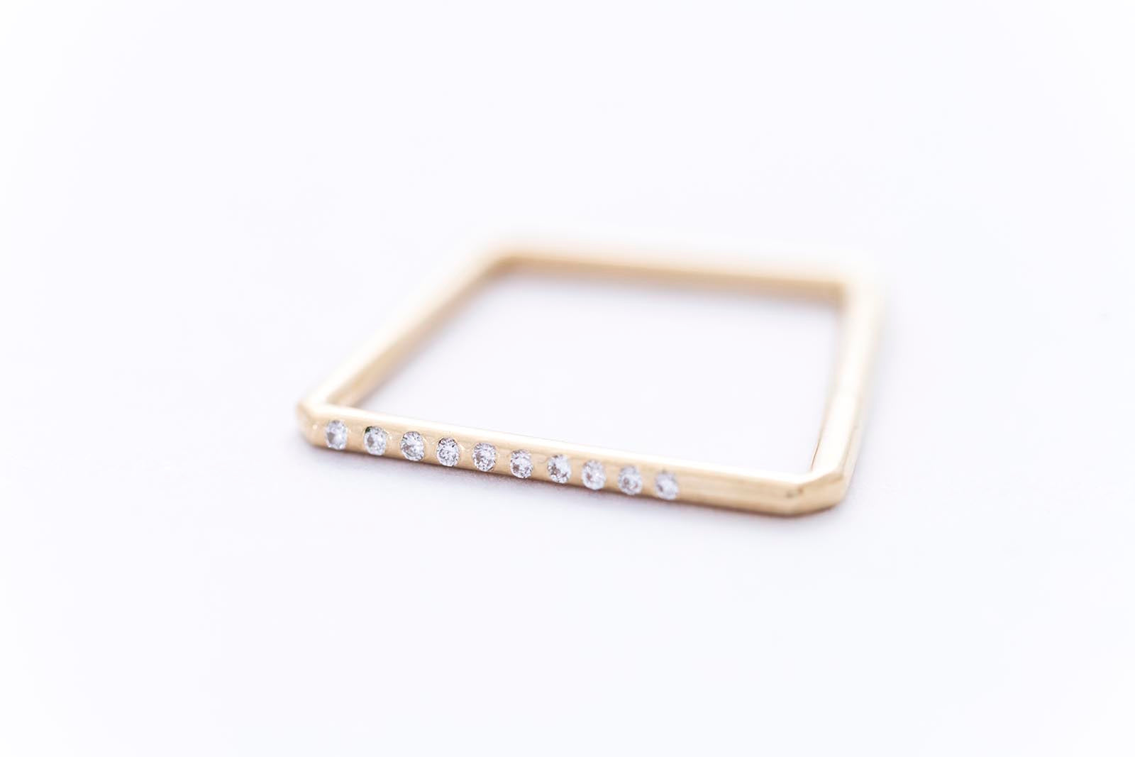 PURE ring | 14K yellow gold w. ten white diamonds