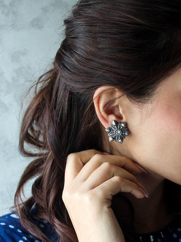 Devi Stud Earrings - Tipsyfly