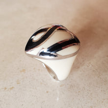 Load image into Gallery viewer, 381 Murano Heart Ring