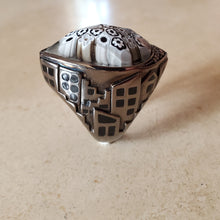 Load image into Gallery viewer, Black and White Teardrop Murano Glass Ring