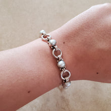Load image into Gallery viewer, Silver and Pearl Circle Bracelet