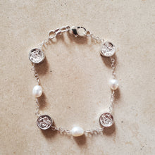 Load image into Gallery viewer, Silver and Pearl Bracelet With Flowers
