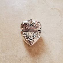 Load image into Gallery viewer, Opening Heart Pendant