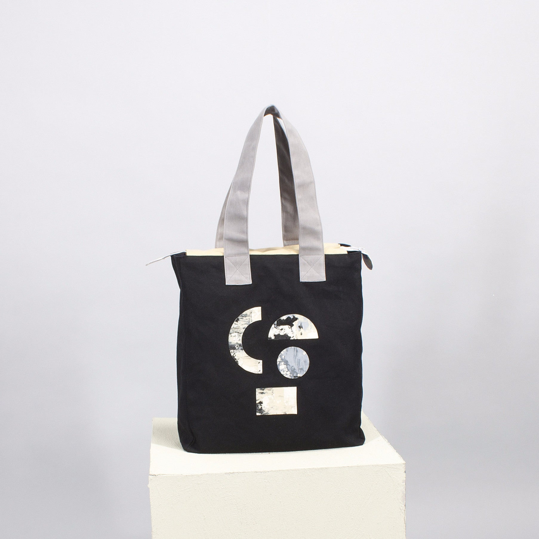 'Cut out' square tote - black