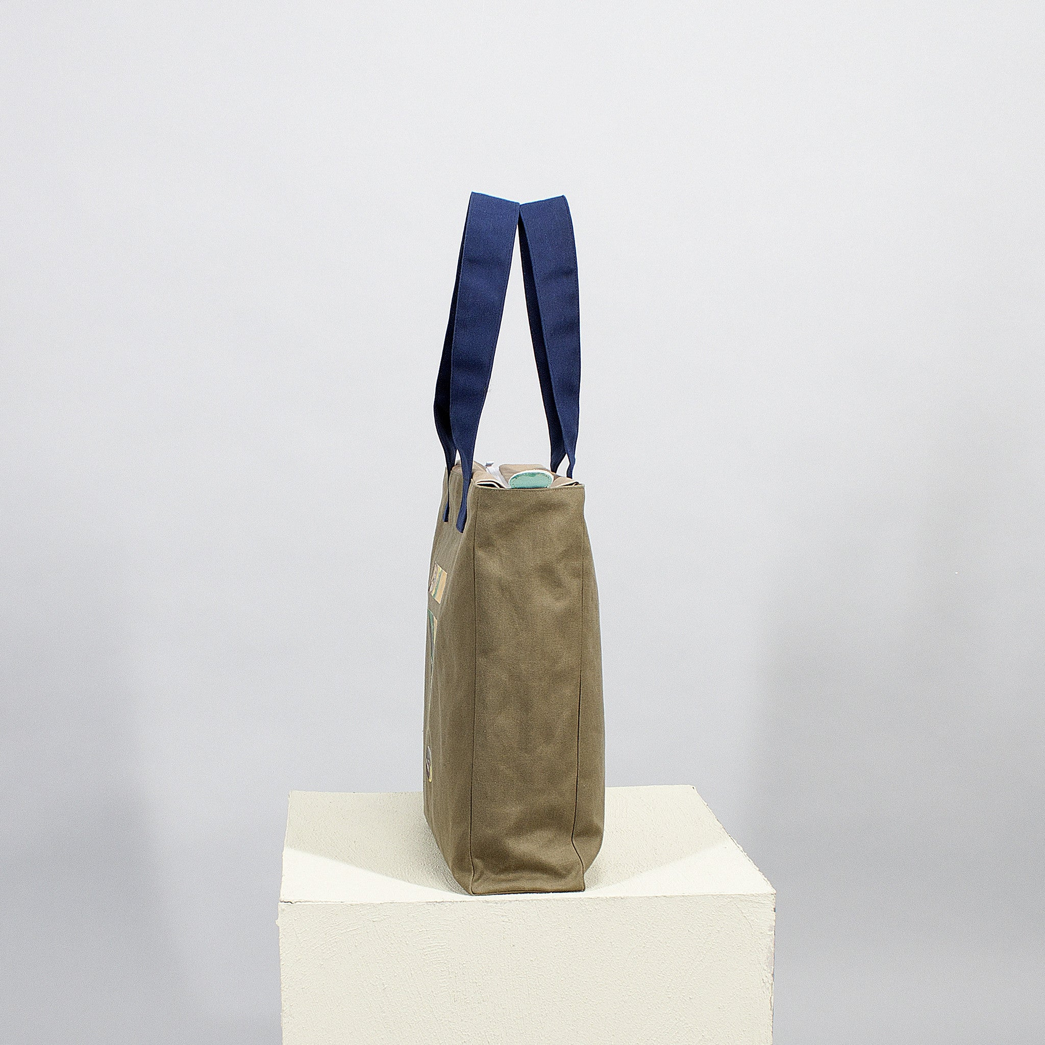 'Cut out' square tote - olive