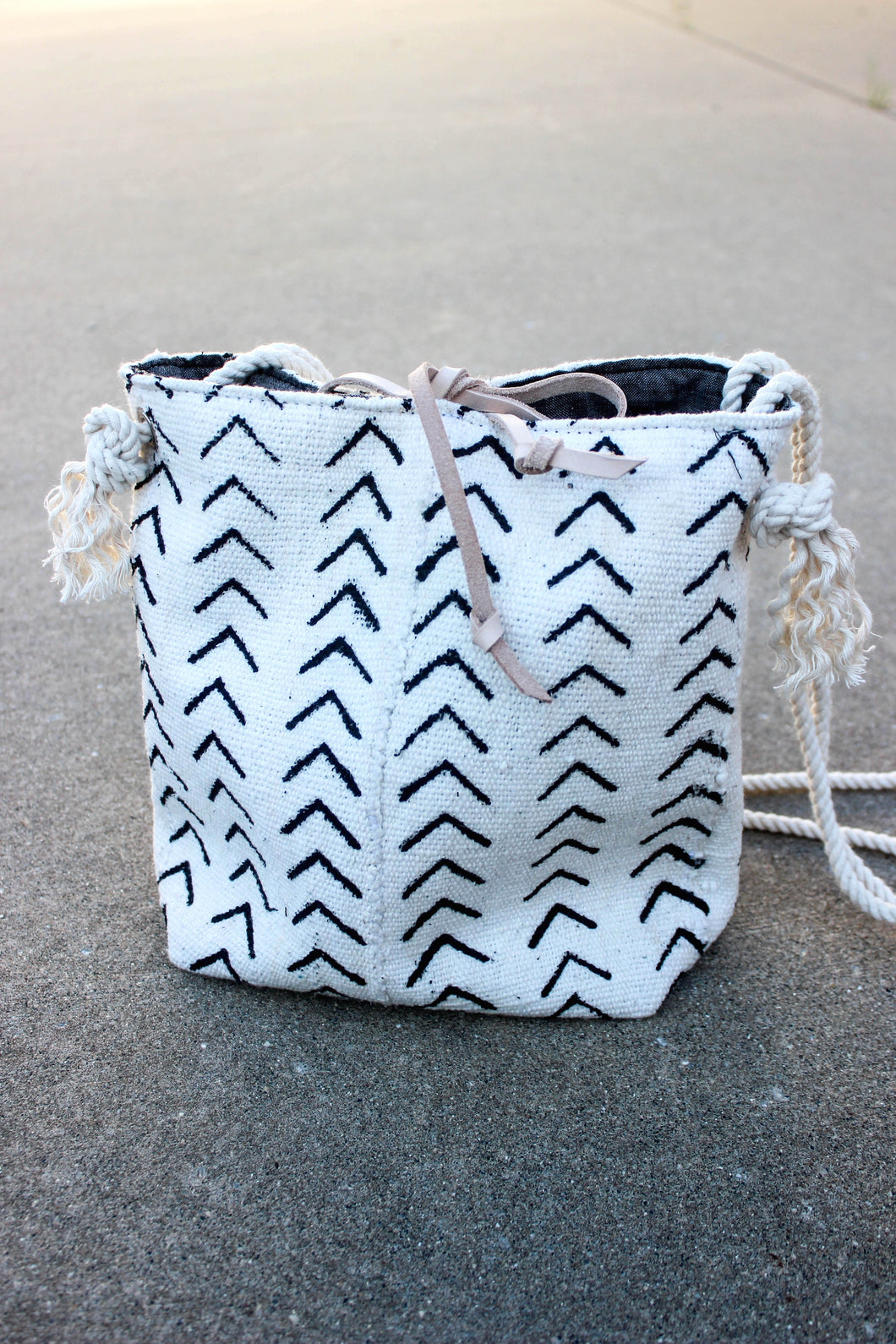 PIPER BUCKET BAG