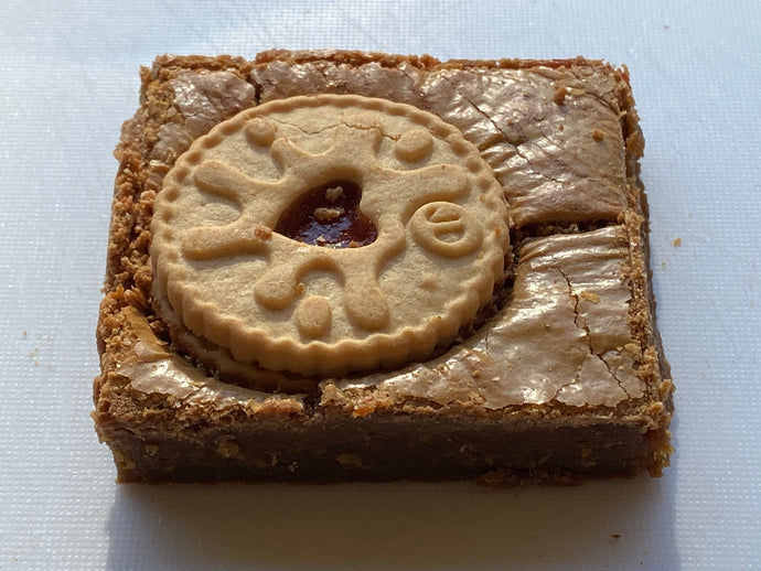 Jammy Dodger Blondies by Brownies Rock