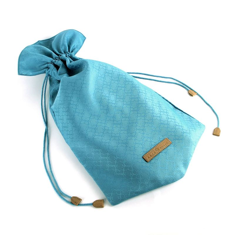 The Arch Angel Satin Drawstring Shoe Bag is an ideal bag for transporting footwear and other small necessities. Protects footwear and personal belongings