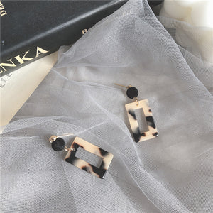 Black Sugar Milk Tea Vintage Style Stud Earrings