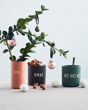 Laden Sie das Bild in den Galerie-Viewer, Design Letters - Favourite Cup - HO HO HO