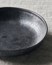 Laden Sie das Bild in den Galerie-Viewer, House Doctor - PION Bowl flach - schwarz/braun