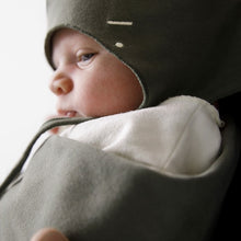 Laden Sie das Bild in den Galerie-Viewer, Baby hat with strings
