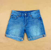 Load image into Gallery viewer, LEVI'S Shorts
