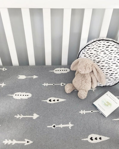 Arrow baby blanket grey