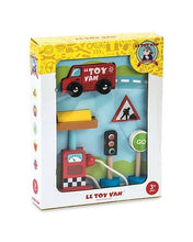 Load image into Gallery viewer, Toy car set with petrol pump