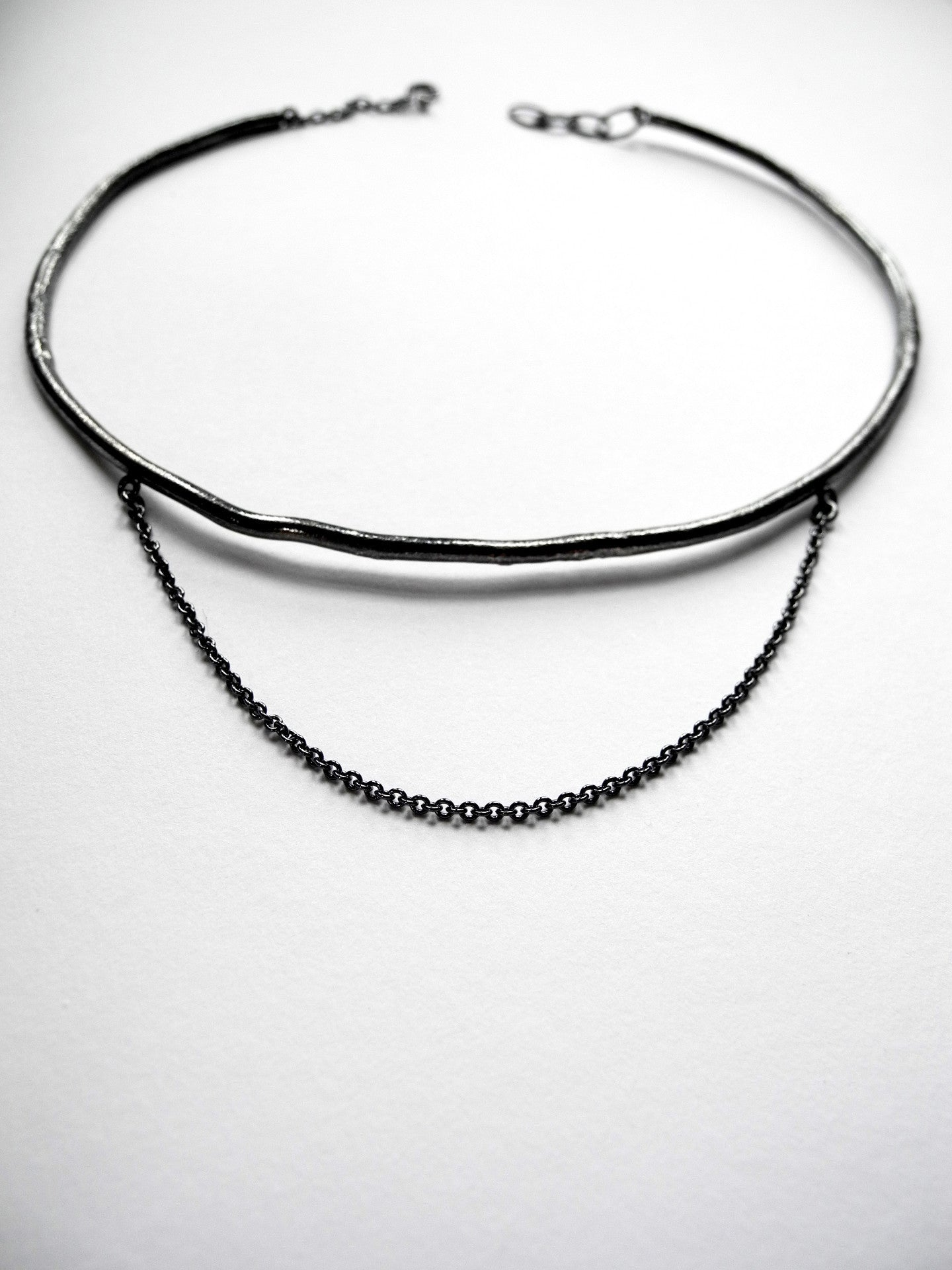 after nature ara choker in black