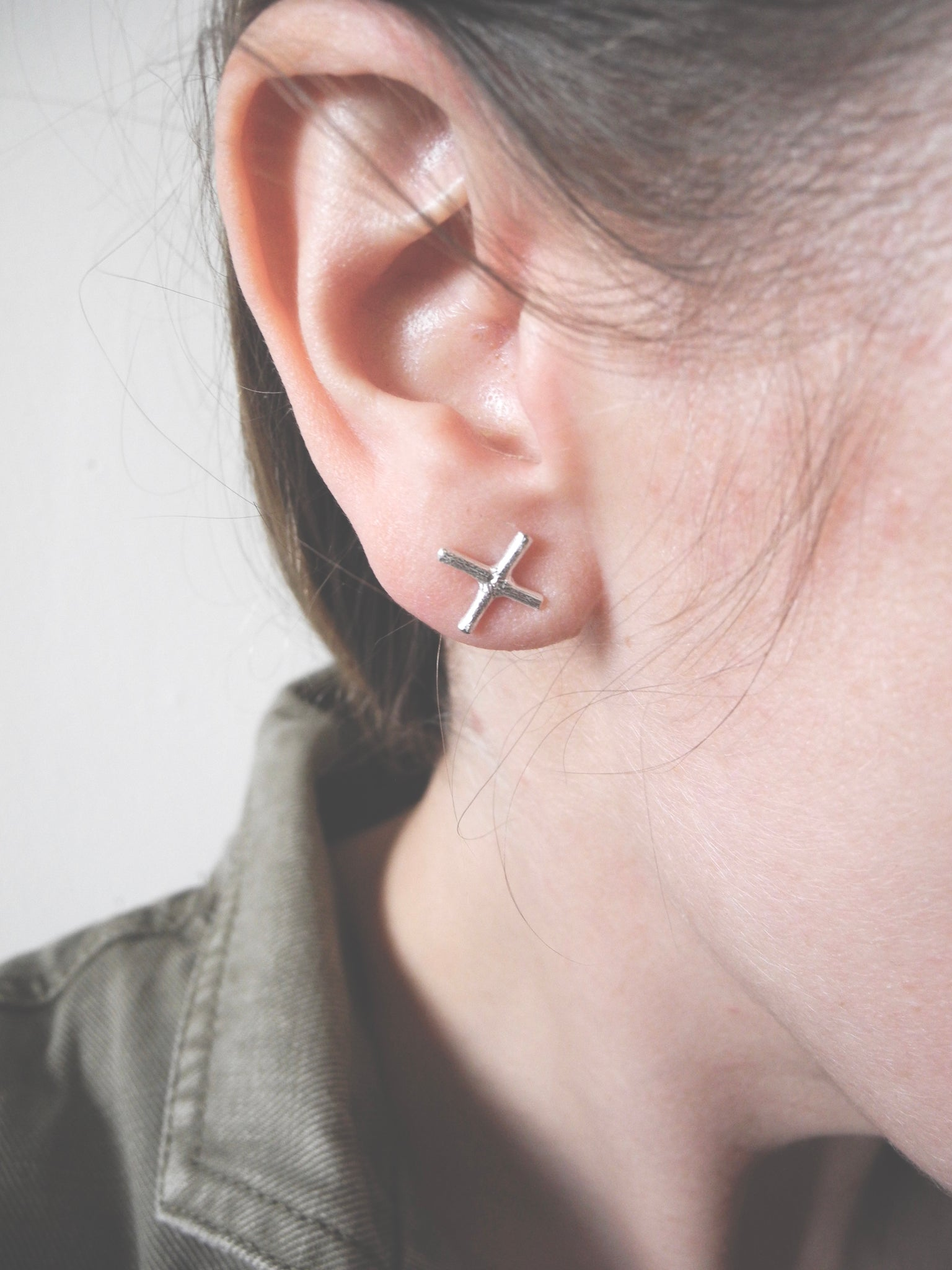 X and stone studs