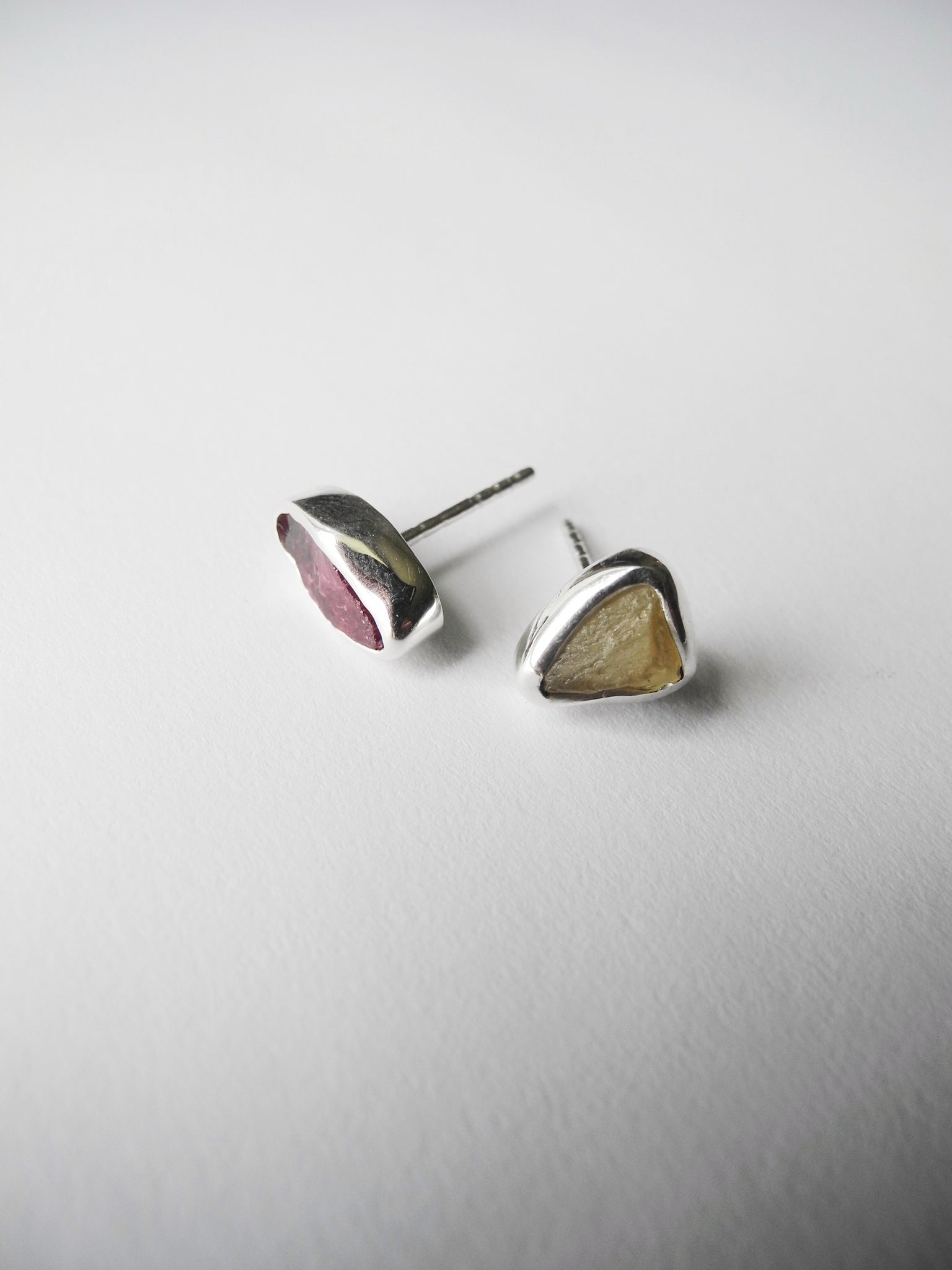 garnet and yellow apatite studs