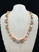 Load image into Gallery viewer, Mariana Sweet Pea Necklace