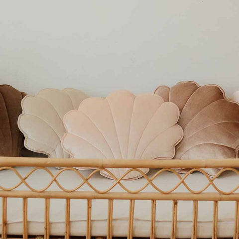 products/shell_pillows_decorative_apricot-pearl_5_2000x2000_d04ddc74-74d0-42a1-bc2c-2a42c7d60dc1.jpg
