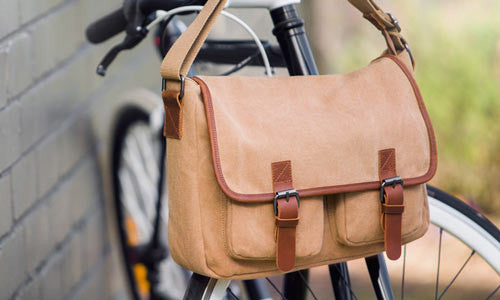 Staying In Style: Choosing a Fashionable Leather Bag for Men
