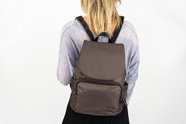 Zoomlite anti-theft travel safe backpack is a fashionable travel bag