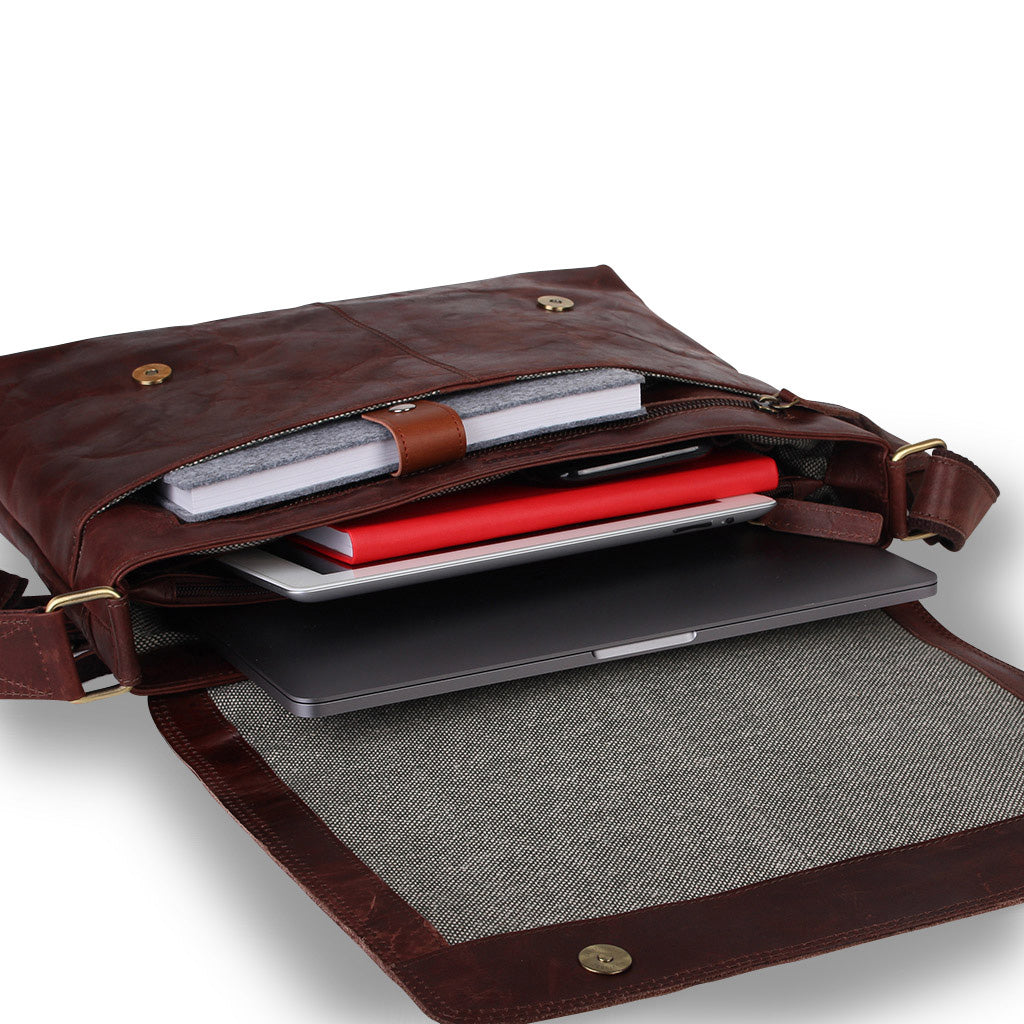 Zoomlite leather laptop bag with Magnetic Closure securing your belongings