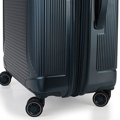Zoomlite hard sided travel luggage with Multi-Direction Spinner Wheels