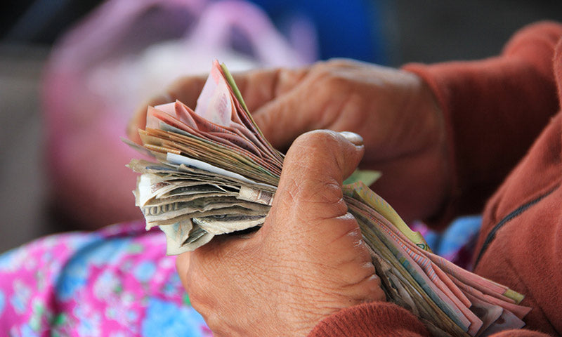 Travelling alone with too much cash