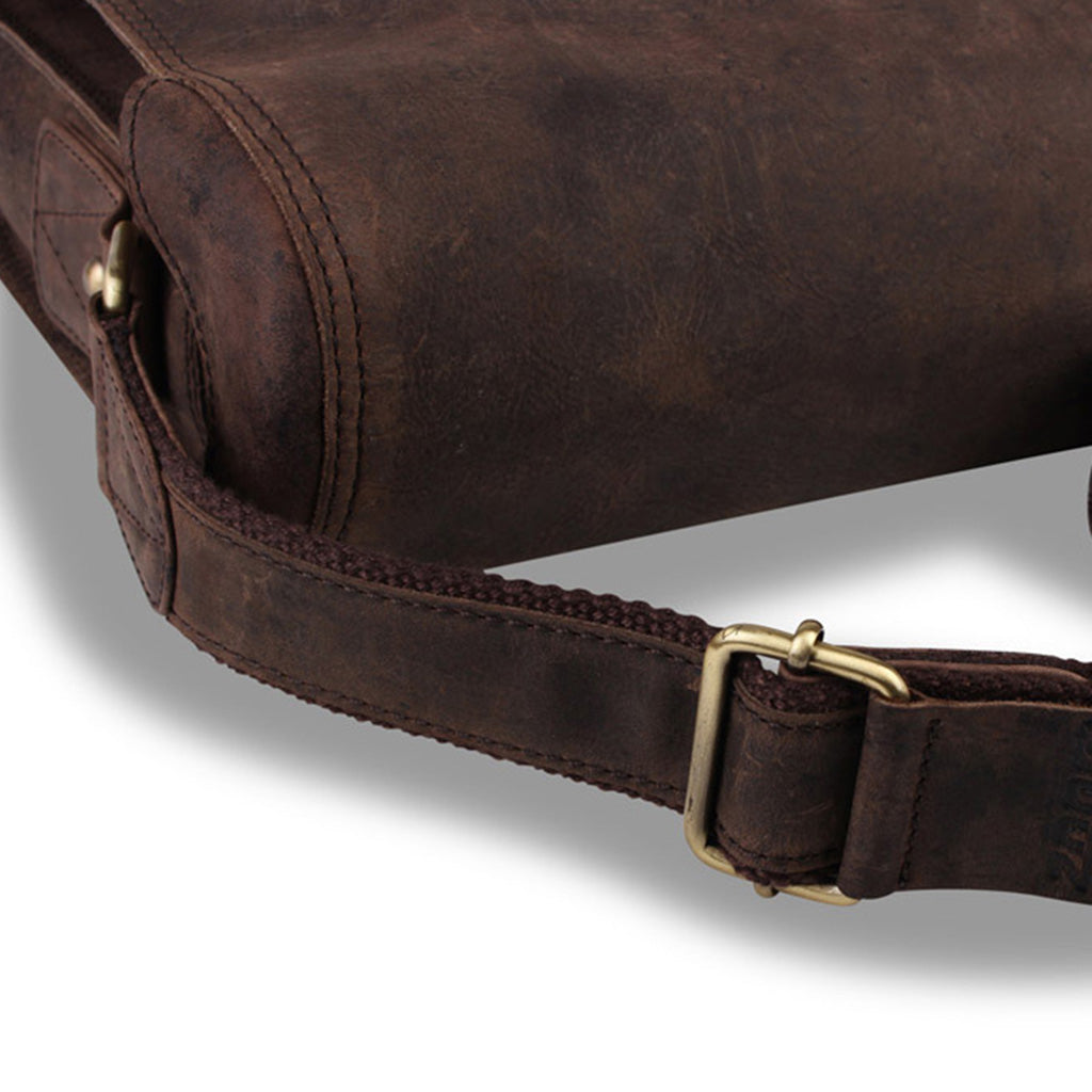 Zoomlite Cambridge leather messenger bag has a crossbody strap with leather reinforcement