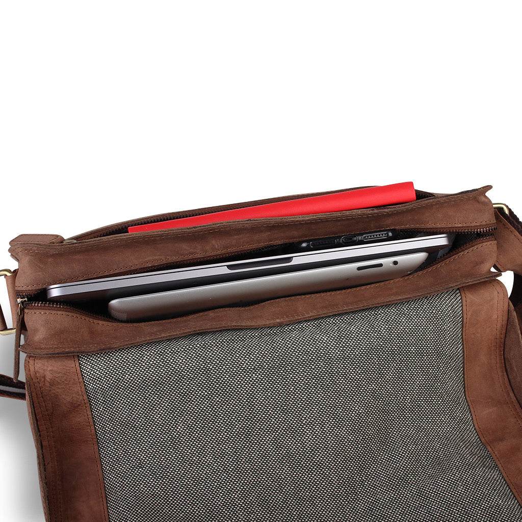 Zoomlite Cambridge leather messenger bag with internal organisation fits up to a 13