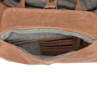 Zoomlite Toby Weekender Duffle bag has an organiser pocket to keep your belongings sorted