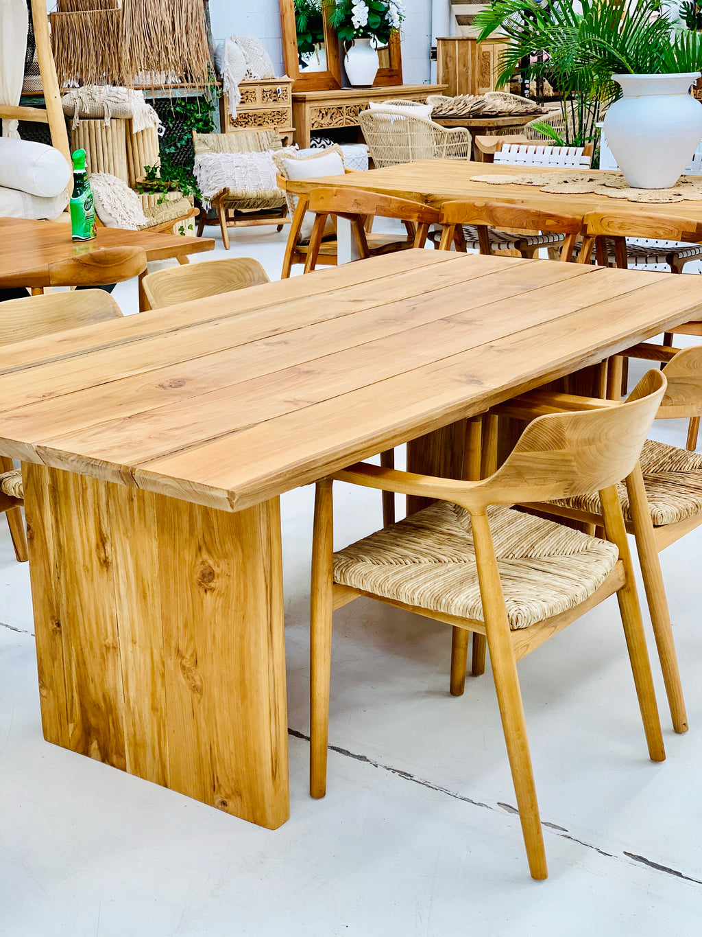 BURLEIGH DINING TABLE