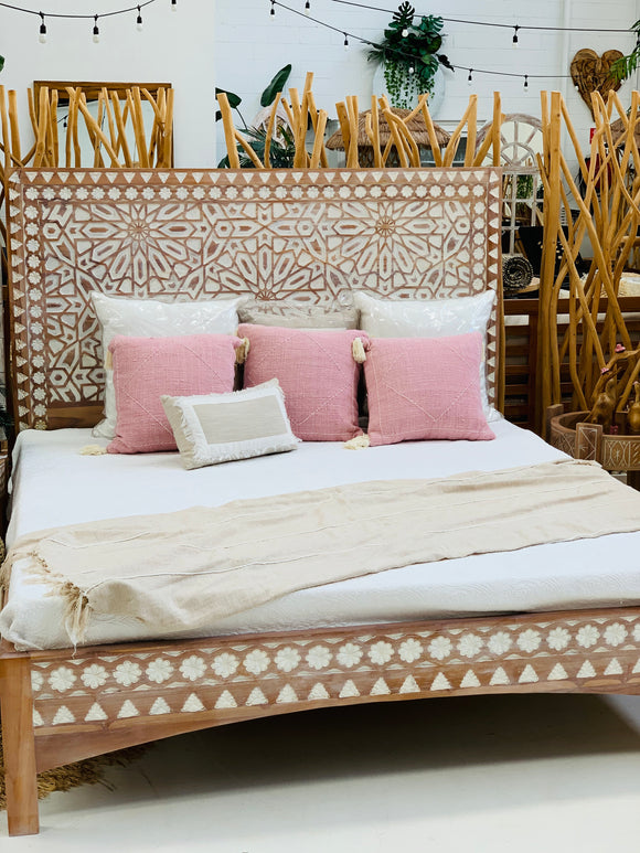 SAMAYA CARVED BED
