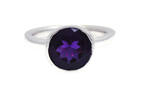 9ct Ring In White Gold With Dark Amethyst