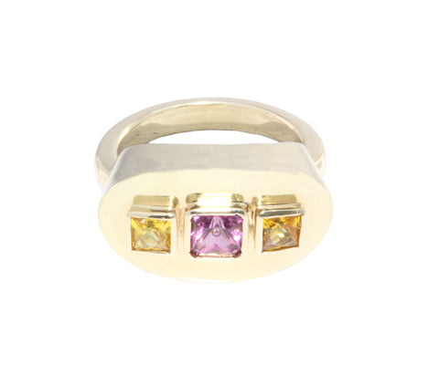18ct Ring In Yellow Gold With 3x Bezel Set Princess Cut Sapphire Ring 1x pink 2x yellow
