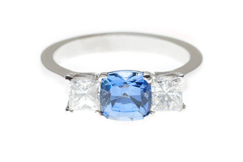 Ceylonese_sapphire_and _diamond_ring