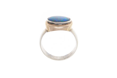 18ct ring in yellow gold set with an Australian Opal 1.61ct with 2X round brilliant cut diamonds
