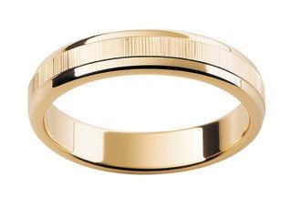 9ct Ring In Yellow Gold With Vertical Lines