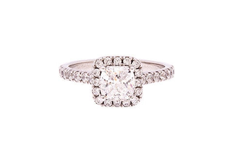 cushion_cut_diamond_halo_and_band