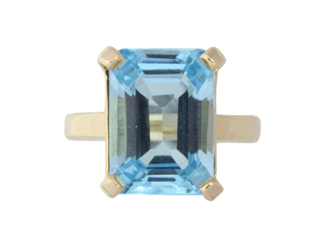 9ct ring In Yellow Gold With Blue Topaz 14mm X 10mm