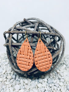 Small Salmon Basketweave Textured Leather Teardrop
