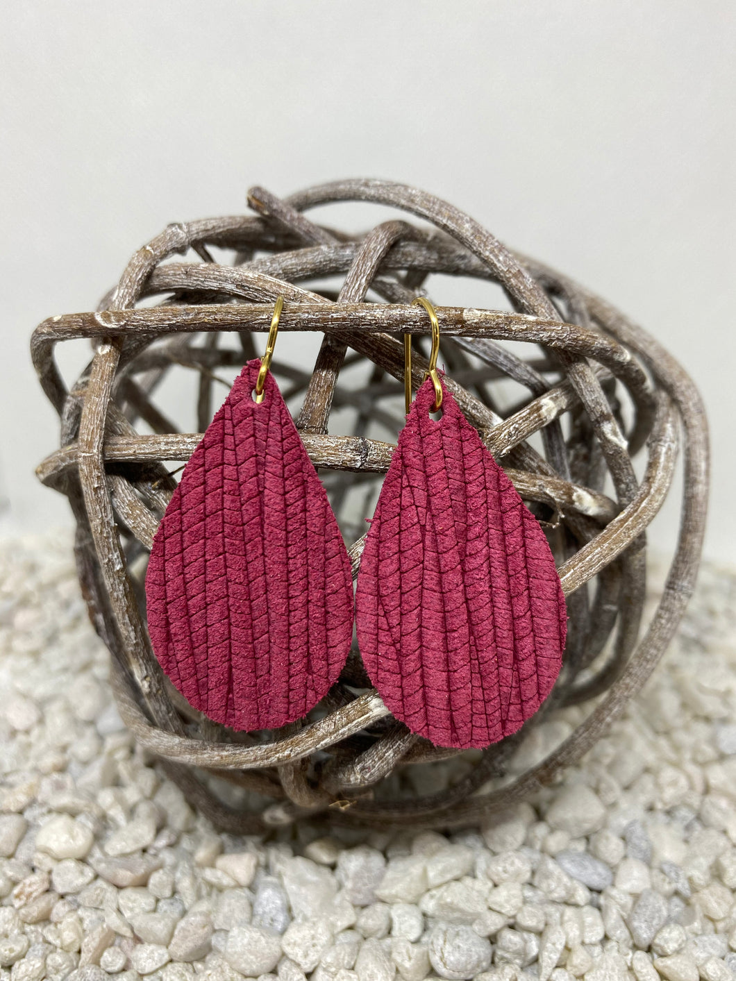 Small Cranberry Rope Textured Leather Teardrop