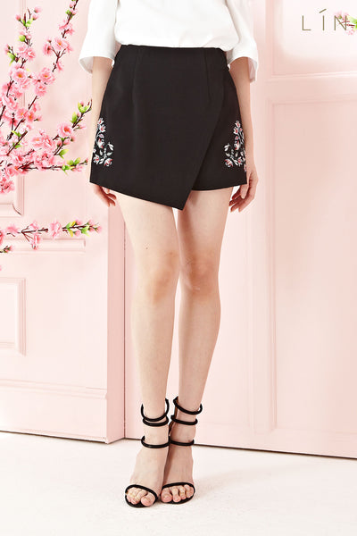 Twenty3 - Chantal Skorts with Floral Embroidery in Black -  - Bottoms - 1