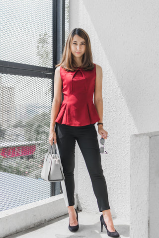 Ava Sleeveless Fitted Top in Burgundy