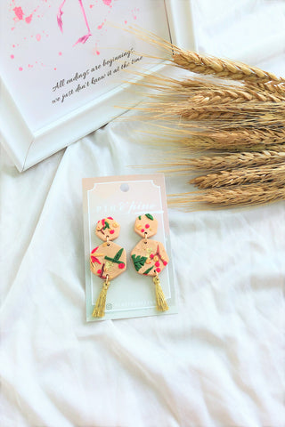 [HANDCRAFTED] Clay Tassel Earrings Beige