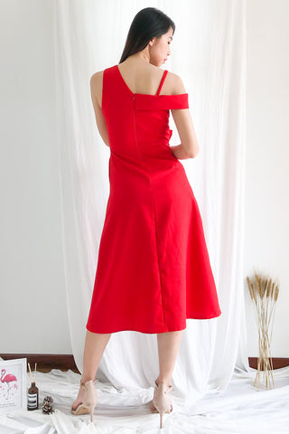 Rayce Toga Midi Dress in Red